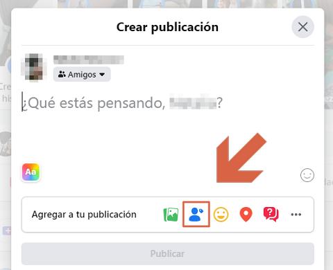 Cómo etiquetar personas o páginas en Facebook desde la PC Paso 4.